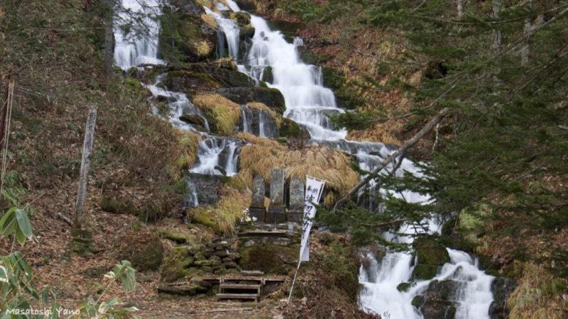 北海道美瑛町の不動の滝とお地蔵様