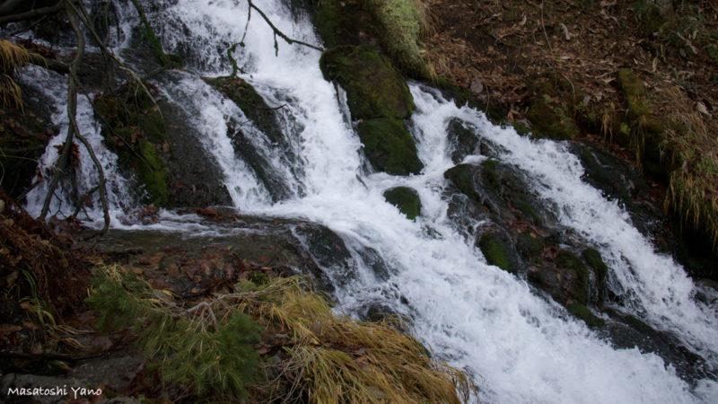 北海道美瑛町の不動の滝の水しぶき