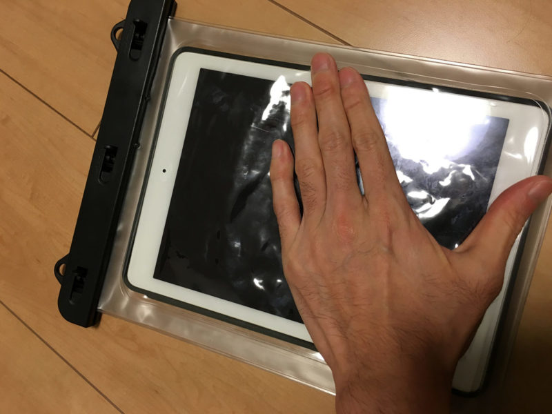 Finon waterproof case iPadAir2を入れた写真