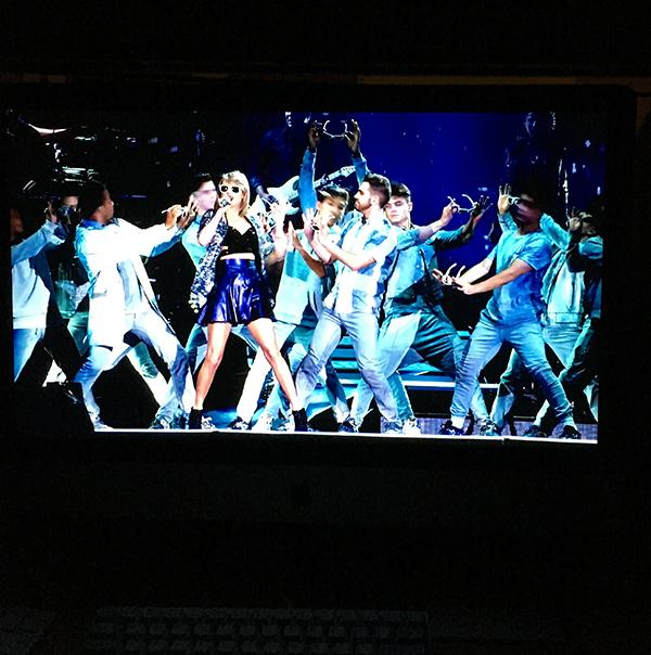 "iMac5KRetina Displayで見るTaylor Swift"""