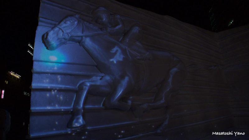 札幌雪まつりの競馬のプロジェクションマッピング