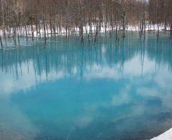 土砂すくいの工事が終わった青い池