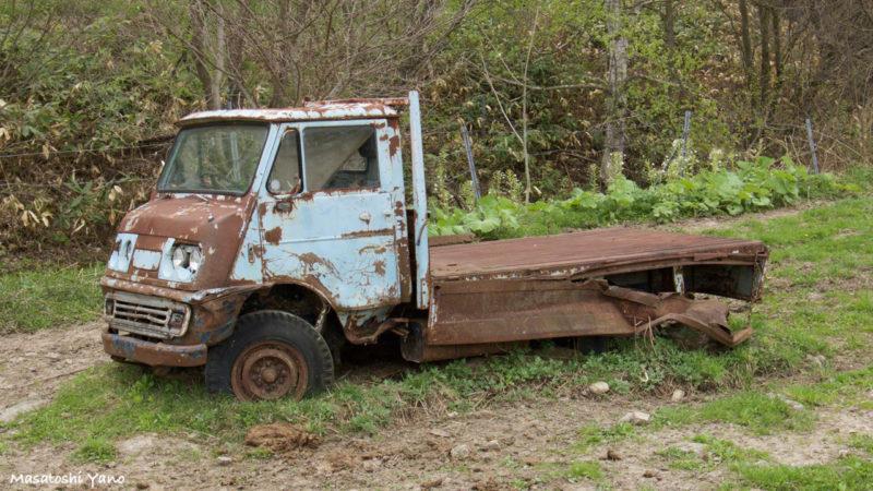 美瑛の恋人の木の近くにある旧車