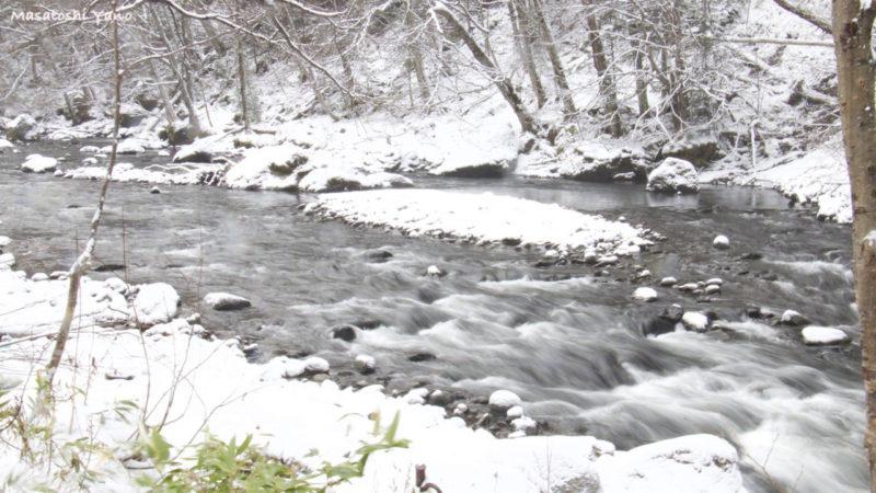 冬の北海道流星の滝の下流