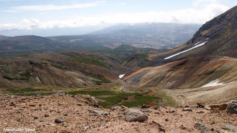 旭岳から間宮岳に向かう山道
