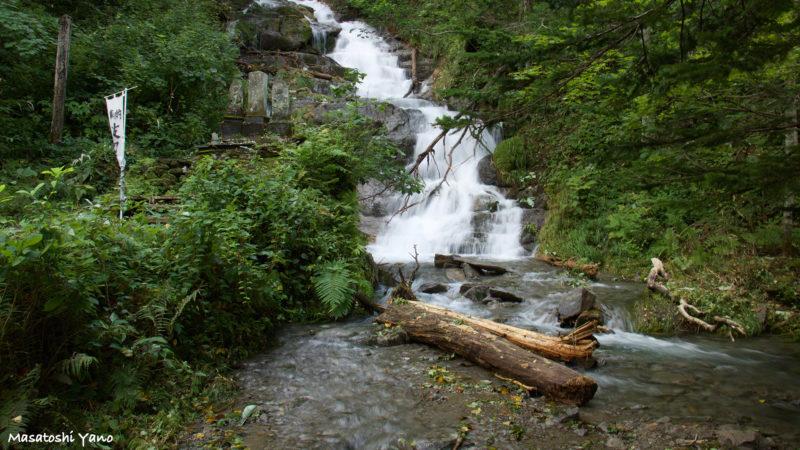 台風後の不動の滝