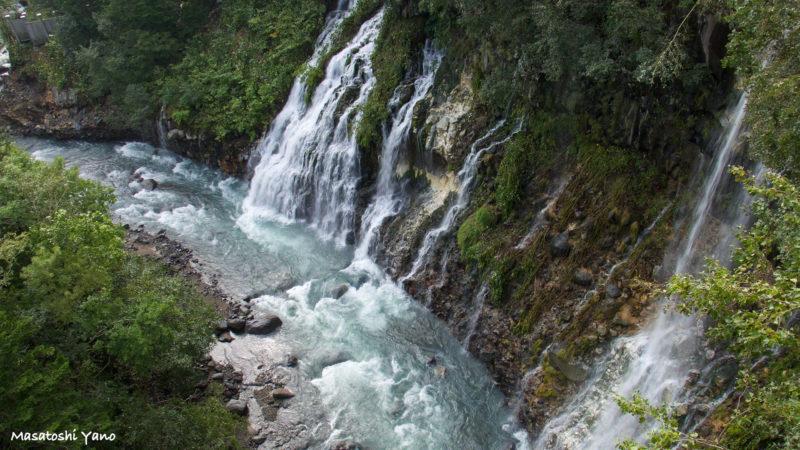 台風後に復旧した白ひげの滝