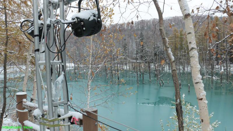 青い池のライトアップ用のスポットライト