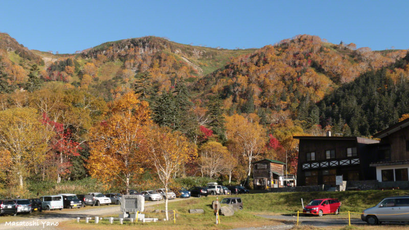高原温泉の駐車場から見る紅葉